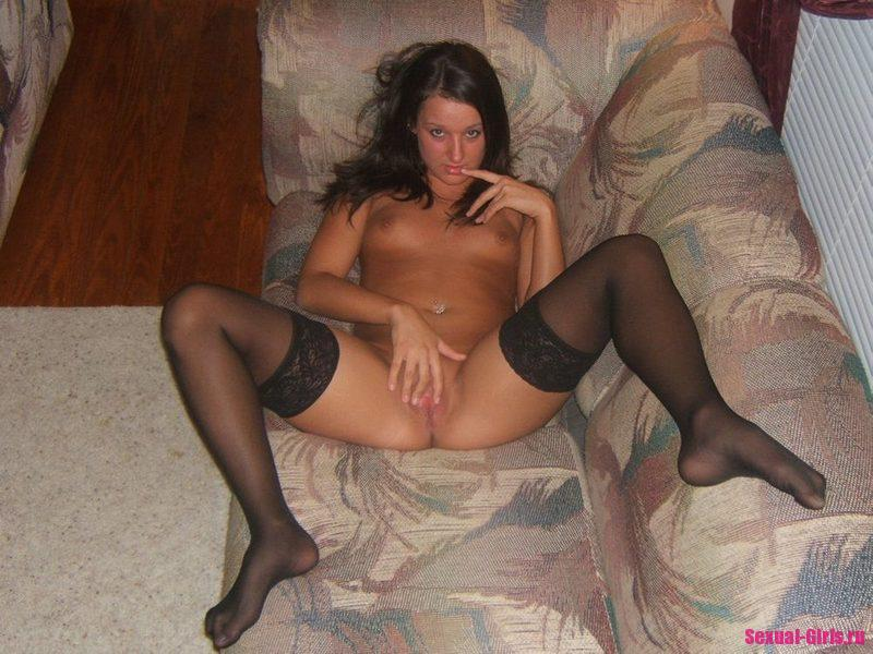 Частное интимное фото девушки с мокрой писькой