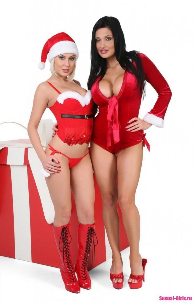 Две лесбиянки с большими сиськами в рождественской фотосессии