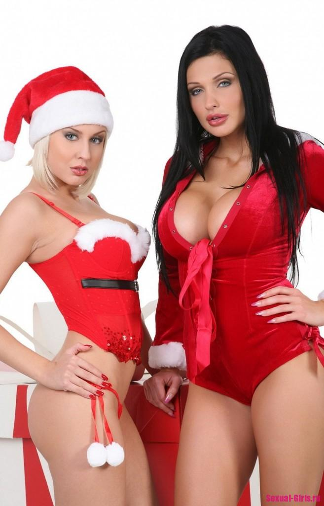 Две лесбиянки с большими сиськами провели рождественскую фотосессию