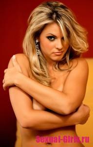 Эро фото: Красивая сисястая блондинка радует своим телом