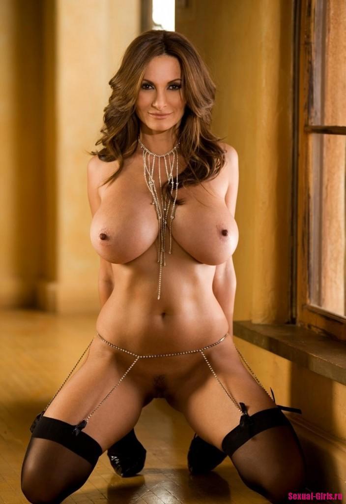 Эро фото: Огромные большие сиськи мамочки