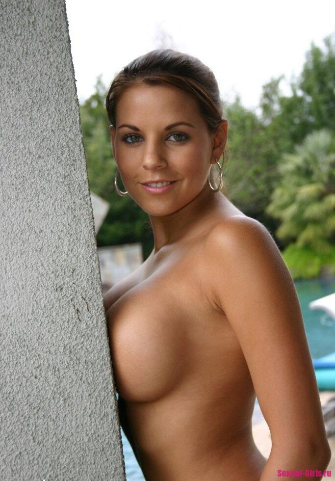Секси герл показала свои огромные дойки