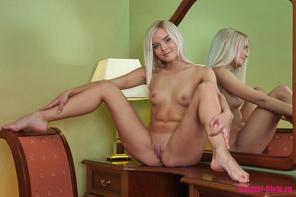 Шикарная попка знойной блондинки