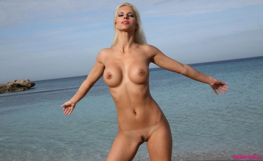Пляжная сучка с изумительным телом