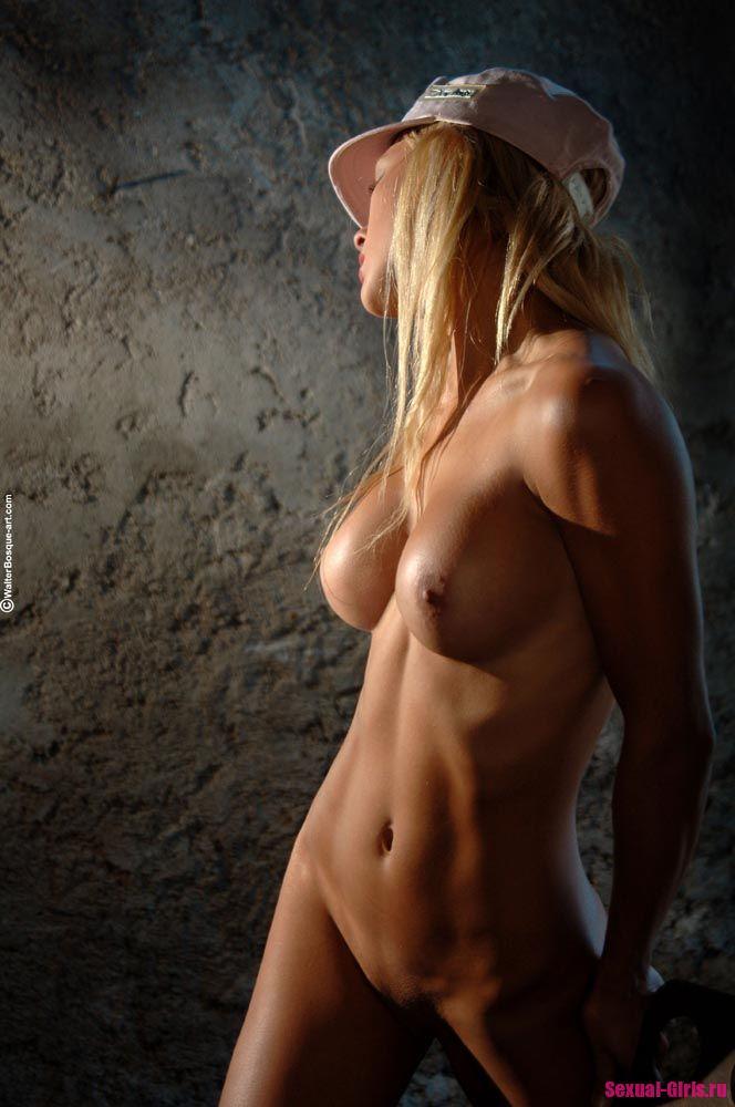 Сексуальное тело блондинки