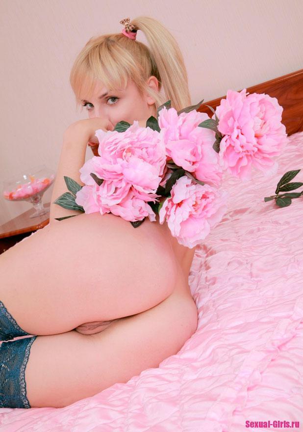 Эротические фото девушки в чулках