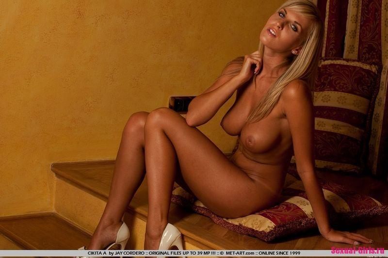Киска загорелой блондинки