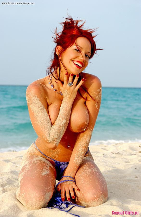 Большие сиськи на пляже