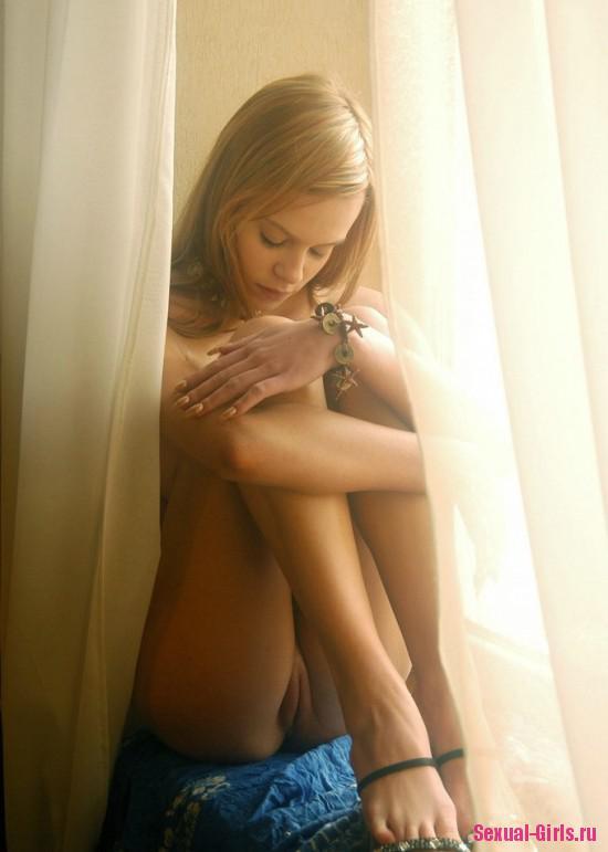 Сексуальная молоденькая телочка