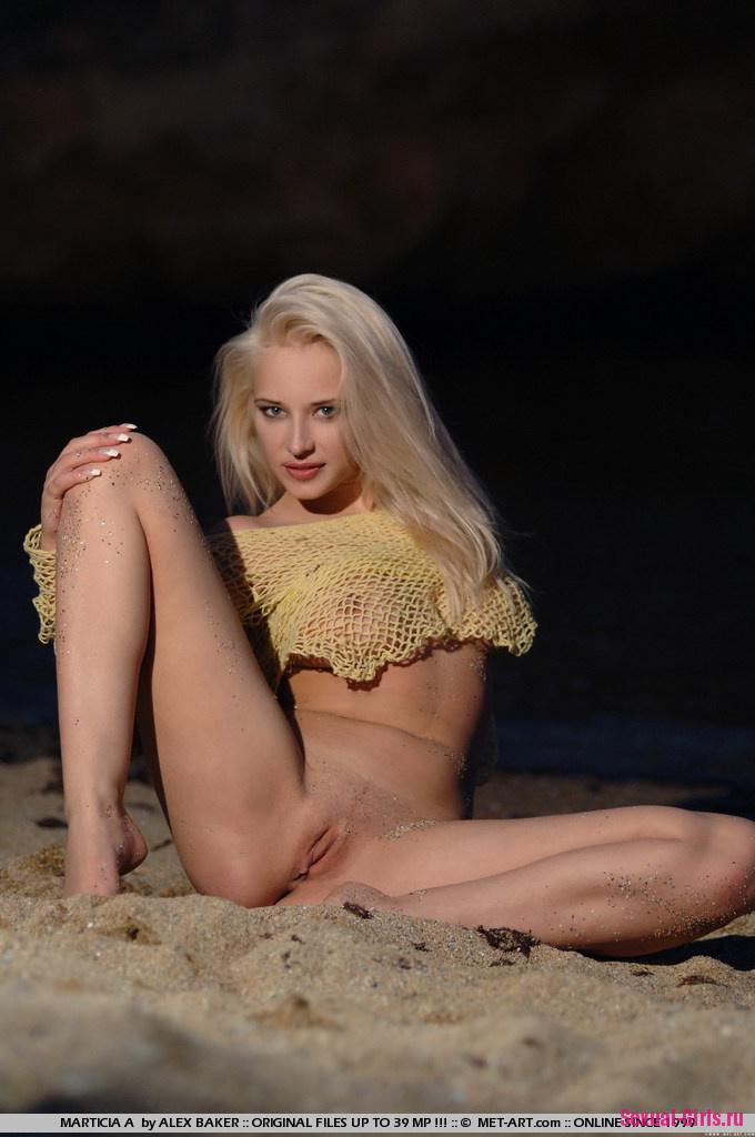 Блондинка с прекрасной попкой