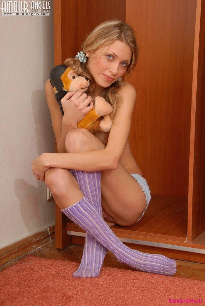 Эро фото юной леди