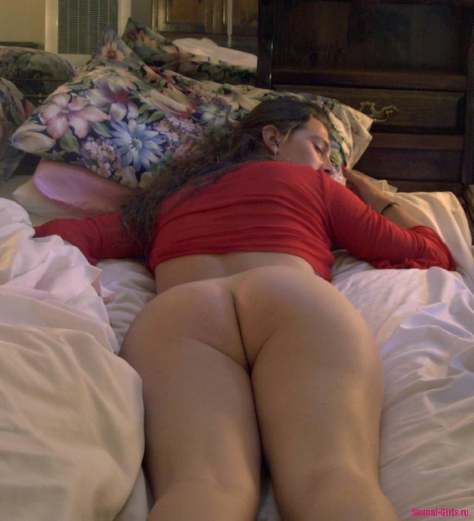 Частное фото спящей жены