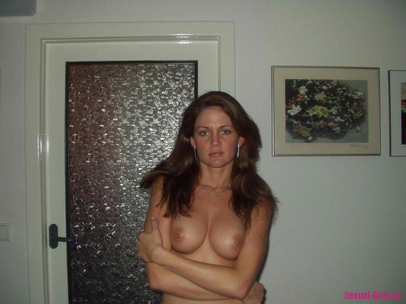 Домашние эро фото симпатичной девушки
