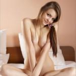 Молоденькая голая милашка