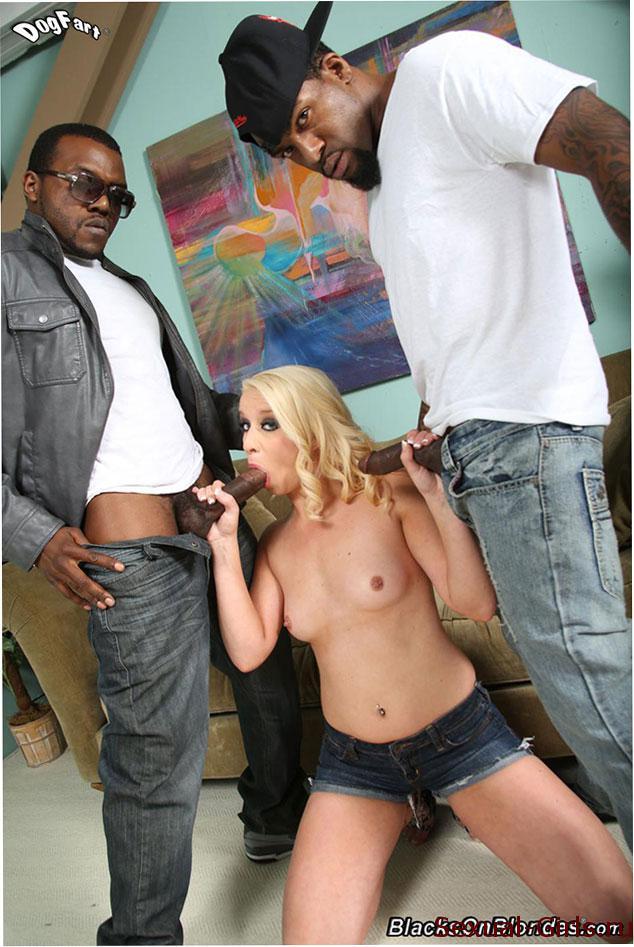 Порно фото: Жесткая групповуха с неграми