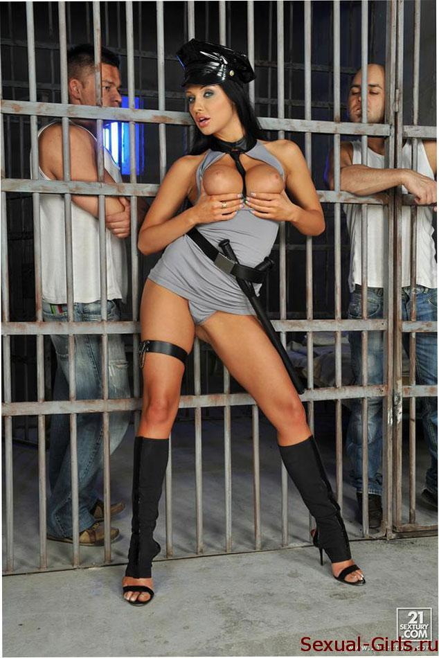 Жесткий трах в тюрьме