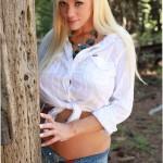 Блондинка с натуральными сиськами