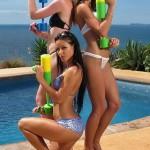 Эротика девушек у бассейна