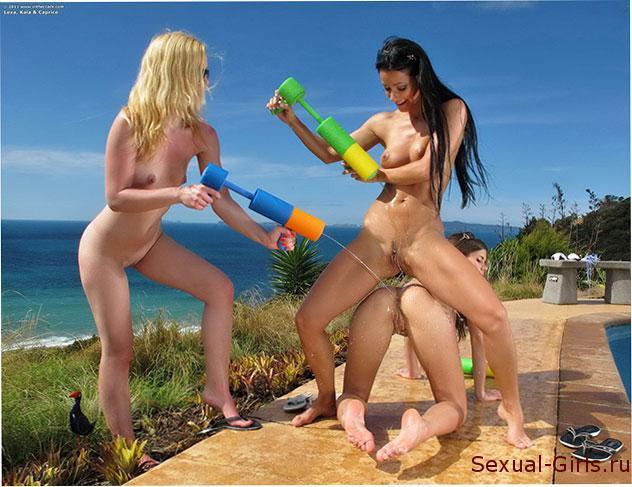 Эротическое фото: Эротика девушек у бассейна