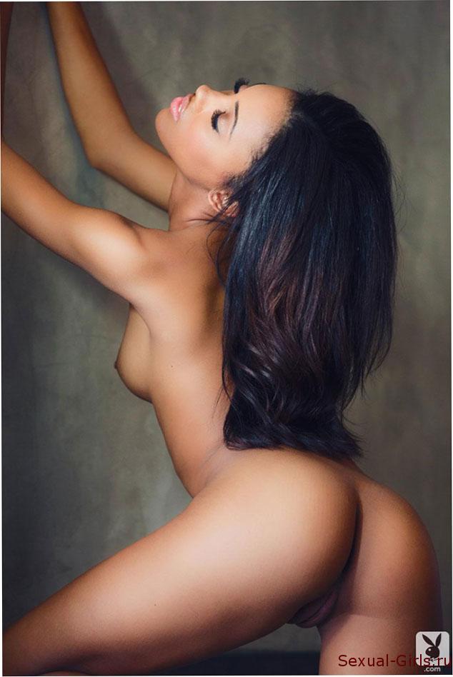 Сексуальное фото: Эротика нежной мулатки