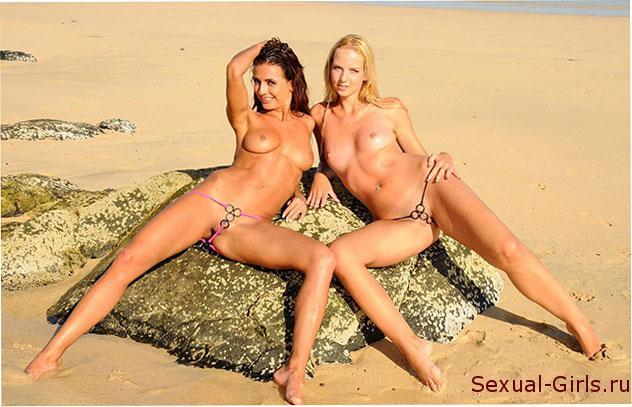 Сексуальные подружки на пляже