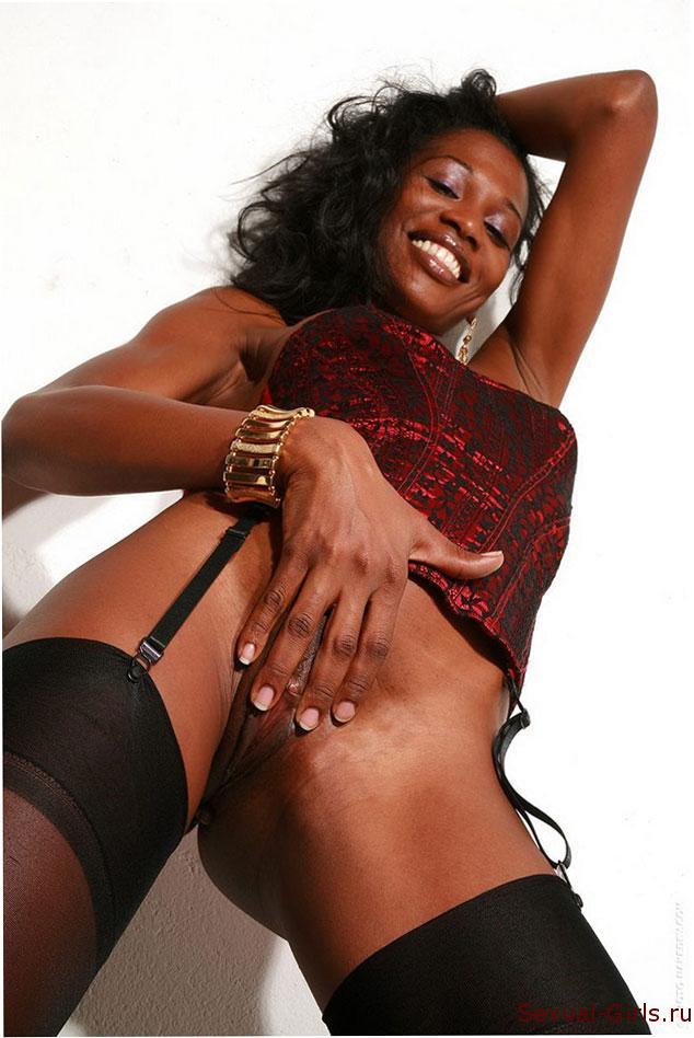 Сексуальная негритянка в корсете
