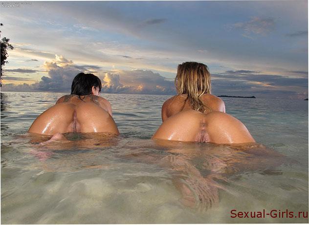 Жопастые лесбиянки на пляже