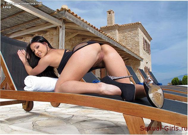 Сексуальное фото: Очаровательная попка сексуальной Мелисы