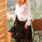 Prinzzess Sahara задрала юбку, показала попку
