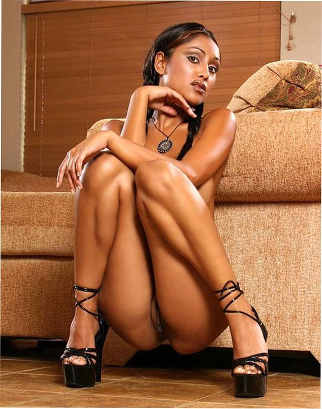 Сексуальное фото: Шоколадная секси малышка Priya Rai